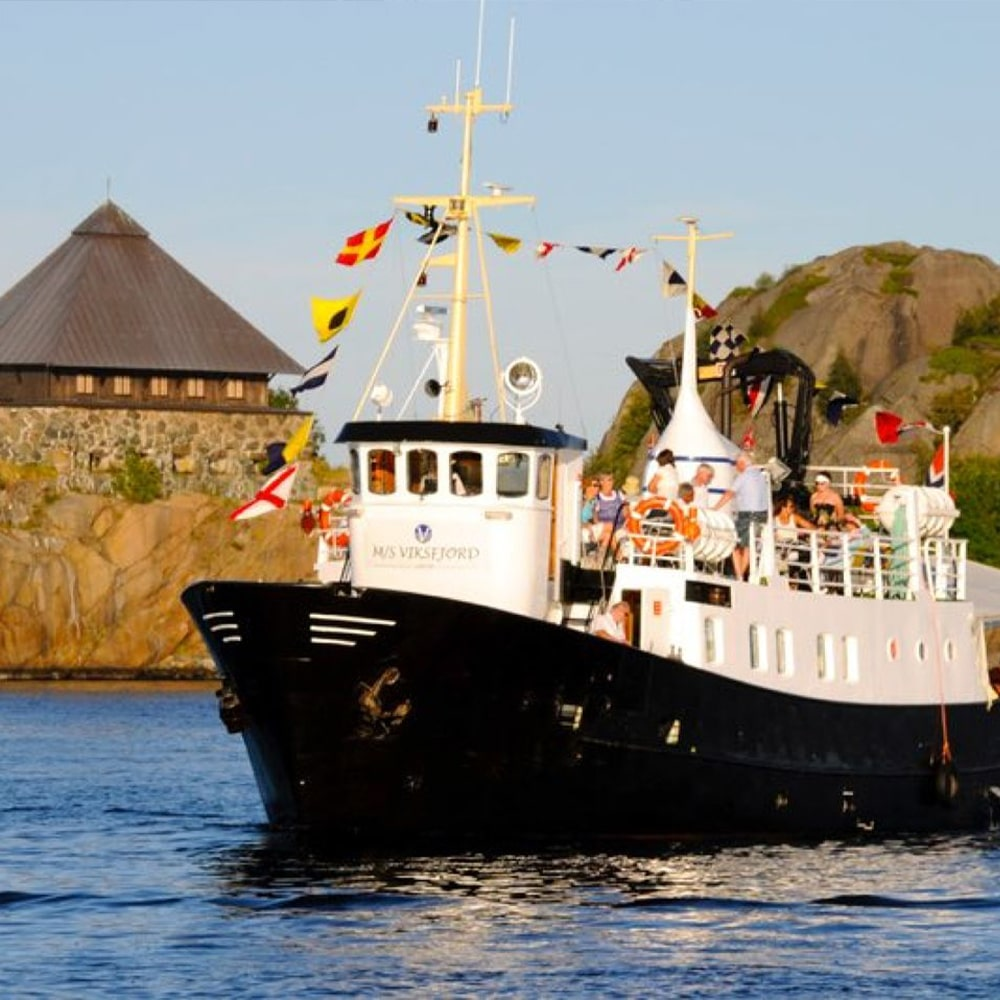 MS Viksfjord med flere passasjerer
